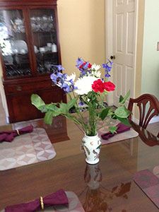 Shining dining table with flowers